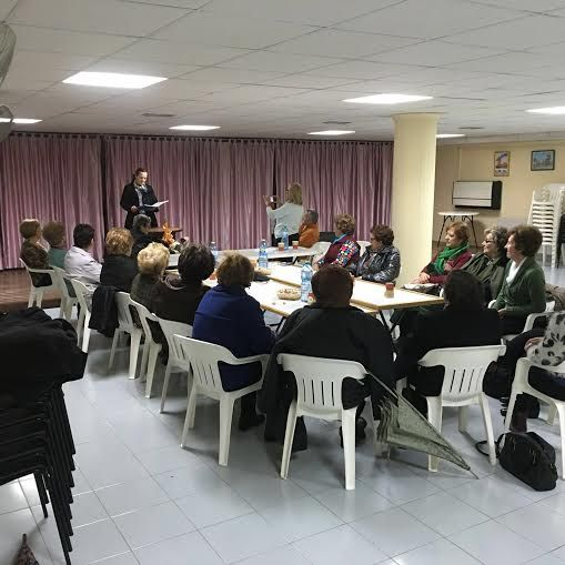 Users of the Municipal Center Senior participate in activities organized on the occasion of World Poetry Day