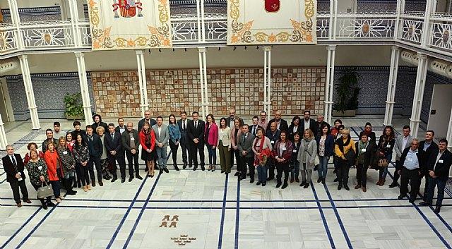 El PSOE de Totana celebra la aprobación de la Ley de Gratuidad de Libros de Texto aprobada hoy en la Asamblea Regional, Foto 2
