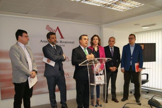 El PSOE de Totana celebra la aprobación de la Ley de Gratuidad de Libros de Texto aprobada hoy en la Asamblea Regional, Foto 3