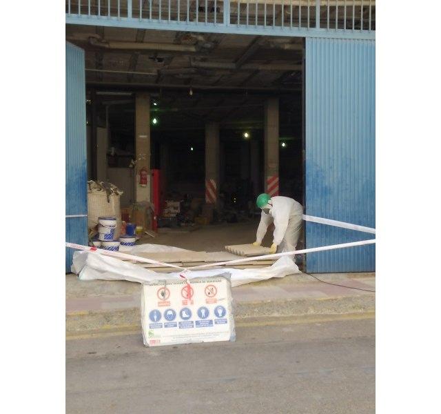 El Ayuntamiento retira residuos con amianto que estaban almacenados en instalaciones municipales - 1, Foto 1