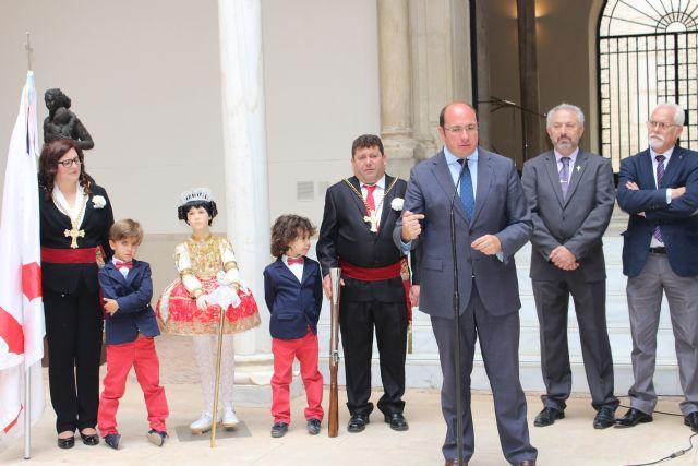 Pedro Antonio Sánchez muestra el respaldo de la Comunidad a que las fiestas de Abanilla sean declaradas de Interés Turístico Nacional - 2, Foto 2