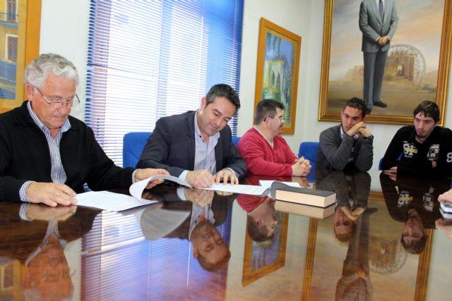 Cinco alumnos de CEOM inician un ciclo formativo de Actividades Auxiliares en Viveros y Jardines, en Alcantarilla - 1, Foto 1