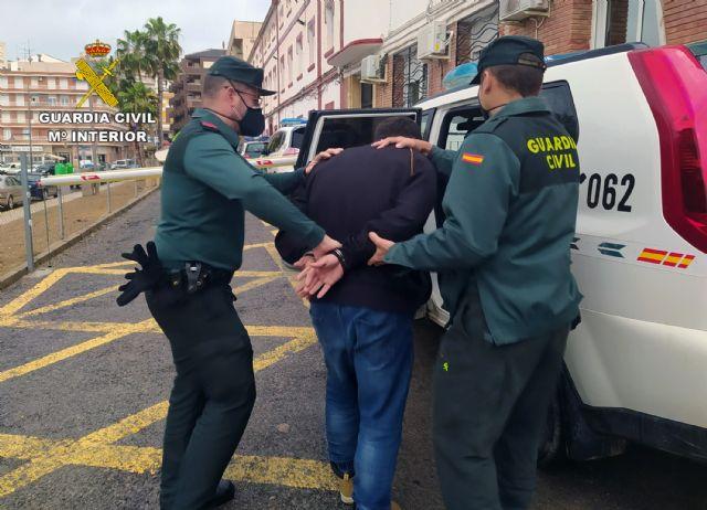 La Guardia Civil detiene a un experimentado delincuente por varios robos en Mazarrón, Foto 1