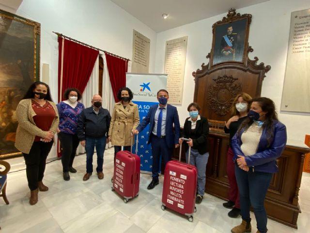 El Ayuntamiento de Lorca presenta el proyecto 'Maletas Itinerantes' para acercar la lectura y las bibliotecas a nuestros mayores - 1, Foto 1
