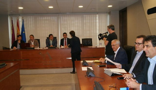 El PSOE critica la falta de ambición del Gobierno regional en su política energética
