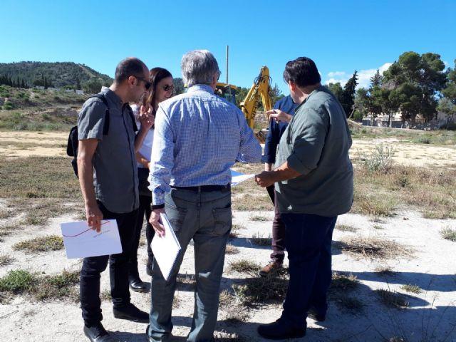 Jornada de trabajo con los técnicos en los terrenos del colegio para ultimar los detalles de acondicionamiento del solar - 2, Foto 2