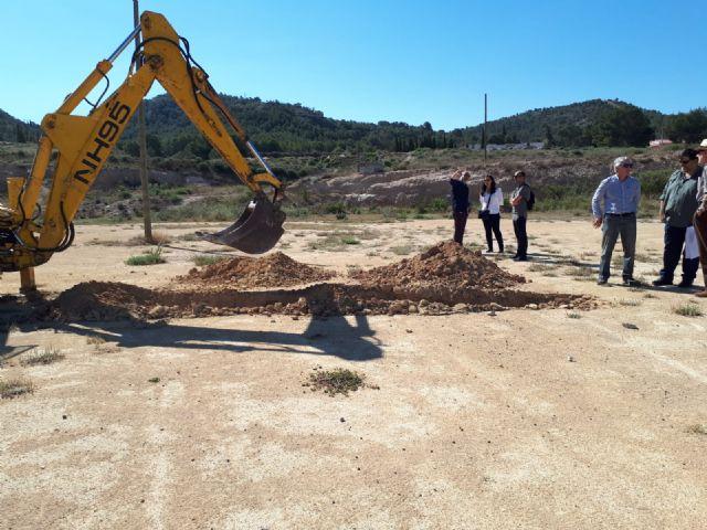 Jornada de trabajo con los técnicos en los terrenos del colegio para ultimar los detalles de acondicionamiento del solar - 3, Foto 3