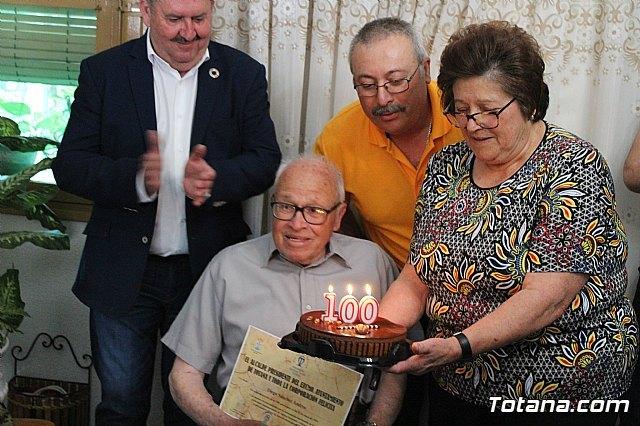 El alcalde felicita al vecino Diego Sánchez Andreo, con motivo de su centenario cumpleaños - 1, Foto 1