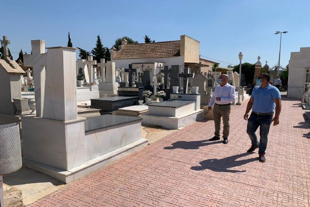 El concejal de Sanidad supervisa el funcionamiento de los cementerios municipales durante la crisis sanitaria - 1, Foto 1