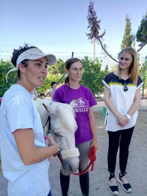 Terapia con caballos para estimular el desarrollo infantil, Foto 2