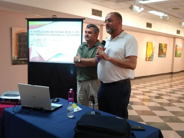 "The totanero agronomist researcher, Pedro Martínez Gómez, gives the conference ""Agriculture in Totana, a historical and future perspective"" - 2"