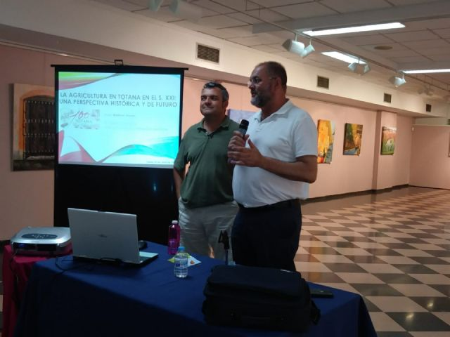 """The totanero agronomist researcher, Pedro Martínez Gómez, gives the conference """"Agriculture in Totana, a historical and future perspective"""", Foto 7"""