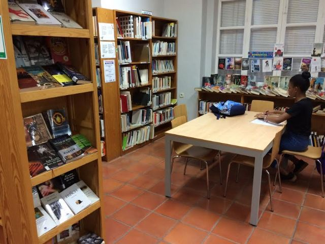 """The Municipal Library """"Mateo García"""" sets the new summer time from Monday, June 24, from 8:30 a.m. to 2:00 p.m."""