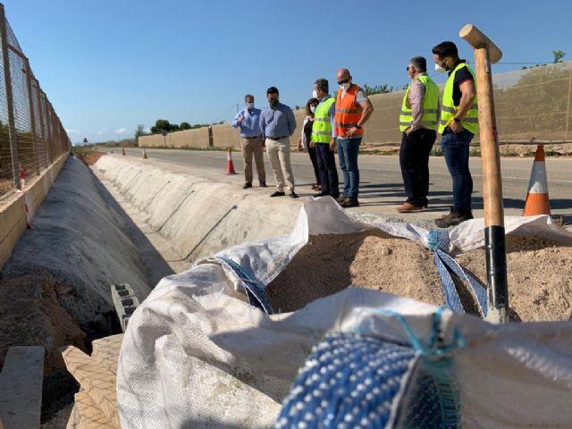El director general de Carreteras y el alcalde visitan las obras de reparación de carreteras regionales dañadas por la dana en el municipio - 1, Foto 1