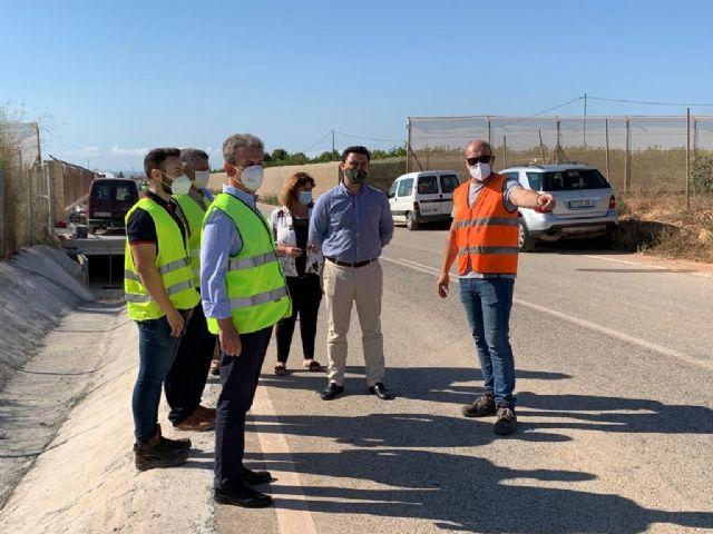 El director general de Carreteras y el alcalde visitan las obras de reparación de carreteras regionales dañadas por la dana en el municipio - 2, Foto 2