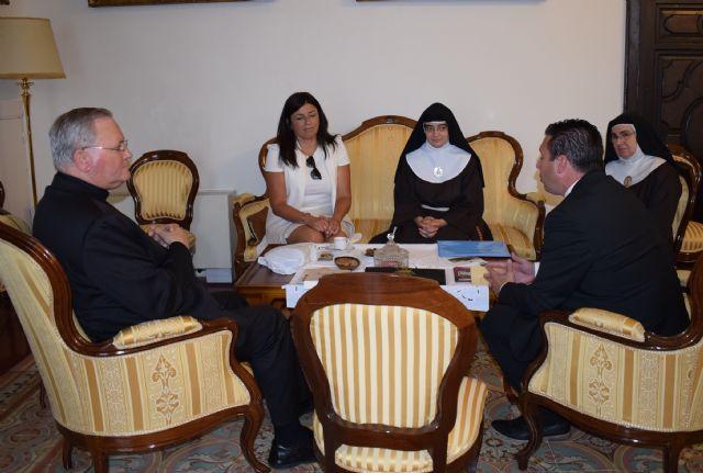 Mons. Lorca confirma la autenticidad de la documentación que habla de la Santa Espina de las Clarisas de Mula - 1, Foto 1