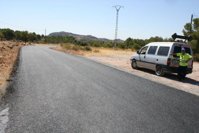 La carretera RM-503, que une Totana y Aledo, se prepara para recibir la Vuelta Ciclista a España mediante la reparación del firme en la zona de Las Alquerías