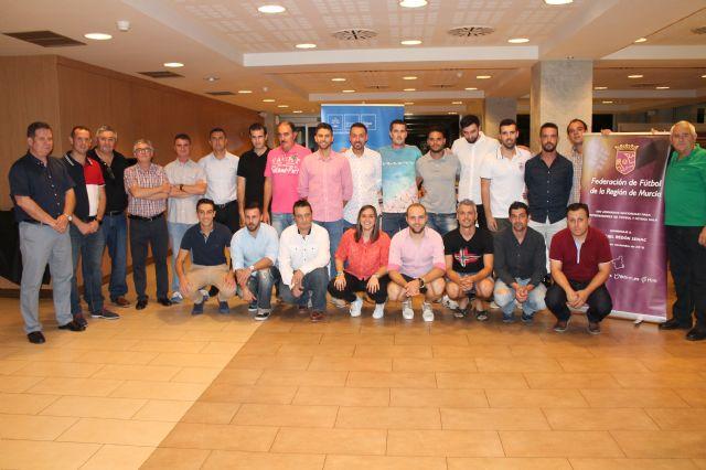 El Concejal Fulgencio García clausura el curso federado de entrenadores de fútbol que se ha celebrado en Archena - 2, Foto 2