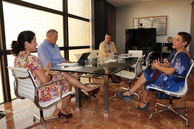 La Alcaldesa se reúne con la Consejera de Transparencia, Participación y Administración Pública - 1, Foto 1