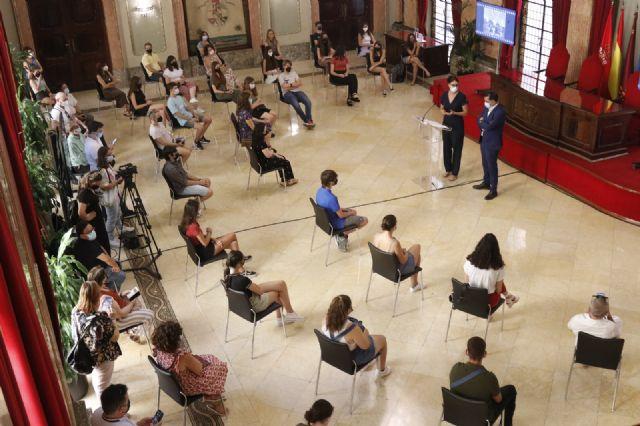 El Alcalde despide a los participantes en el programa de Intercambios Juveniles - 2, Foto 2