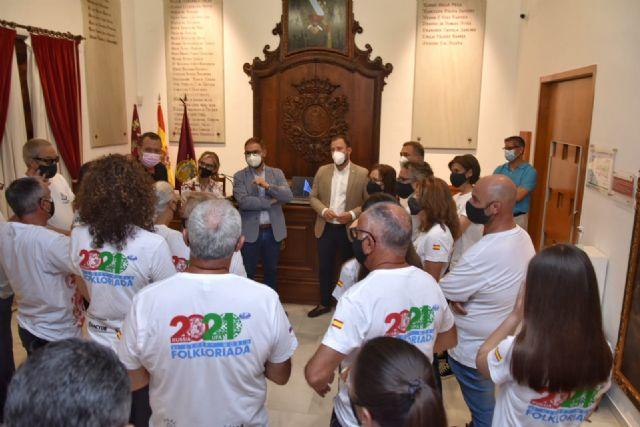 Miembros de la Corporación Municipal reciben a los integrantes del Grupo Coros y Danzas de Lorca que han participado en Rusia en la VI Folkloriada Mundial del CIOFF - 2, Foto 2