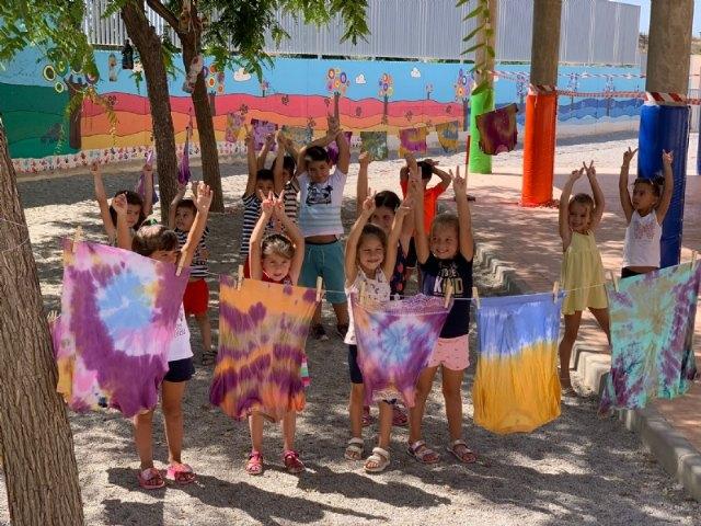 """[Éxito de la Escuela Municipal de Verano, que celebra el Colectivo """"El Candil"""", que reunirá a unos 60 niños y niñas en cada turno estival"""
