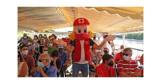 El día de la Virgen del Carmen, los socios e invitado del Ateneo de Triana navegaron por el Guadalquivir al son de la Banda Municipal de Jabugo - 2, Foto 2