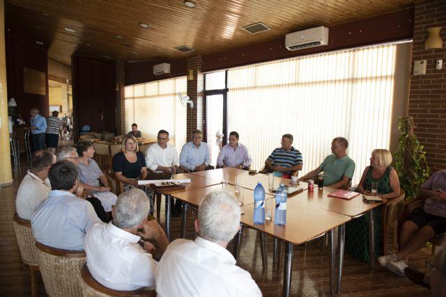 Ayuntamiento, Delegación del Gobierno y CHS transmiten a los vecinos de Camposol las novedades sobre el encauzamiento de la rambla - 1, Foto 1