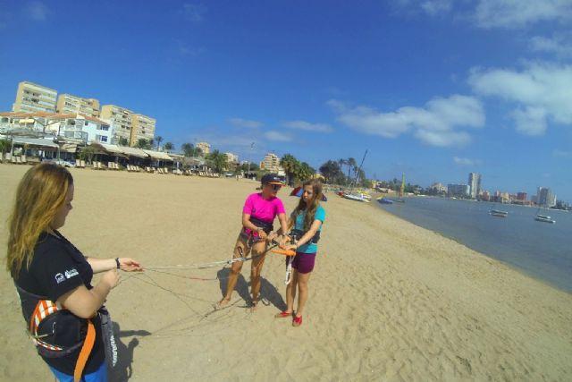 Siete chicas de San Javier participaron en el proyecto social Tribus del Sol con el kitesurf como protagonista - 1, Foto 1