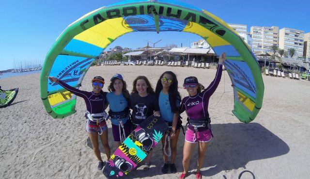 Siete chicas de San Javier participaron en el proyecto social Tribus del Sol con el kitesurf como protagonista - 2, Foto 2