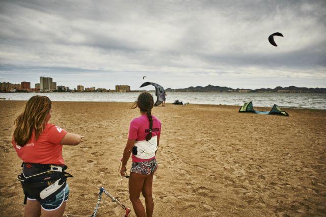 Siete chicas de San Javier participaron en el proyecto social Tribus del Sol con el kitesurf como protagonista - 3, Foto 3