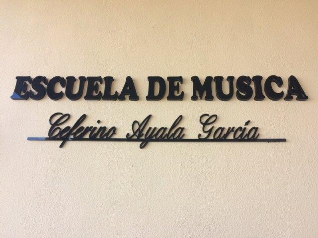 """La Agrupación Musical y el Ayuntamiento dan el nombre de Ceferino Ayala García a las instalaciones de la Escuela de Música, en el Centro Sociocultural """"La Cárcel"""""""