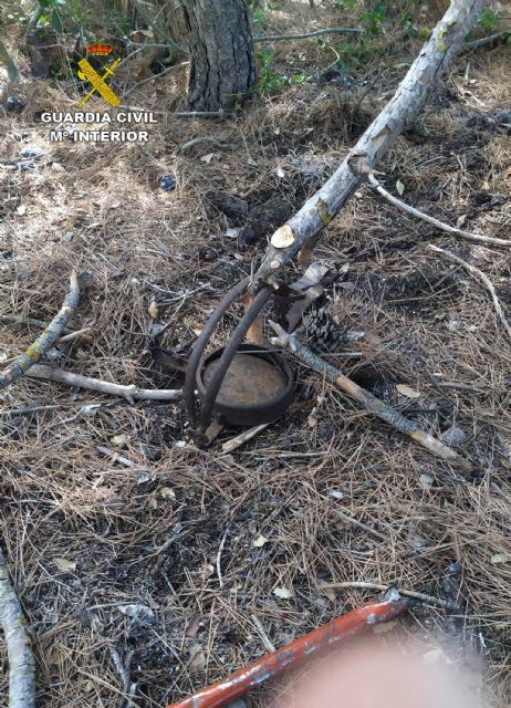 La Guardia Civil investiga a dos vecinos de Ricote por la presunta colocación de un cepo que causó lesiones a un perro y a su dueña - 1, Foto 1
