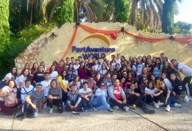 Los jóvenes pinatarenses disfrutan de Halloween en el parque de atracciones Portaventura - 1, Foto 1