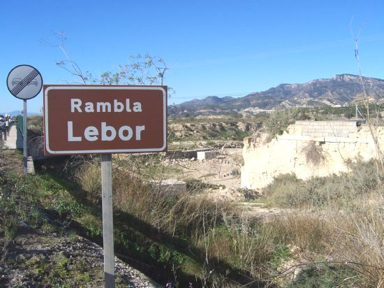 They will present a joint motion to demand that CHS and the Central Government construct the channeling and the rolling dam of the Rambla de Lébor