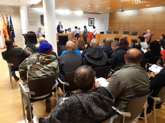 Comienza el primer turno del Programa de Fomento de Empleo Agrario en Totana, con la contrataci�n inicial de 66 desempleados del 1 de noviembre al 31 de enero, Foto 3