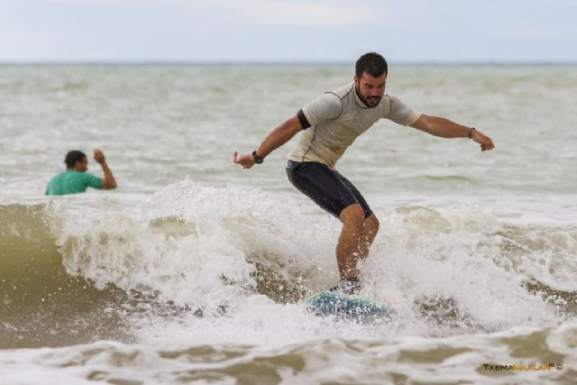 La novena edición del campeonato de surfito conquista la playa de la Reya, Foto 1