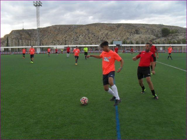 Proponen nominar la Liga de F�tbol de Empresas Juega Limpio con el nombre de Enrique Ambit Palacios, Foto 2