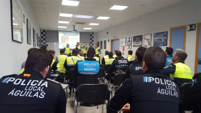 More than 35 Local Police officers from different municipalities of Guadalentín finish the course on crimes against road safety and detection of drugs, narcotics and psychotropic substances in drivers