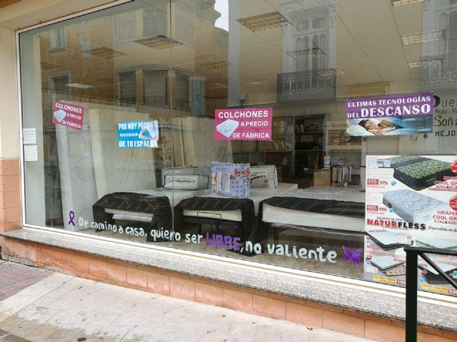 Los comercios de Bullas hacen campaña en contra de la violencia machista - 1, Foto 1
