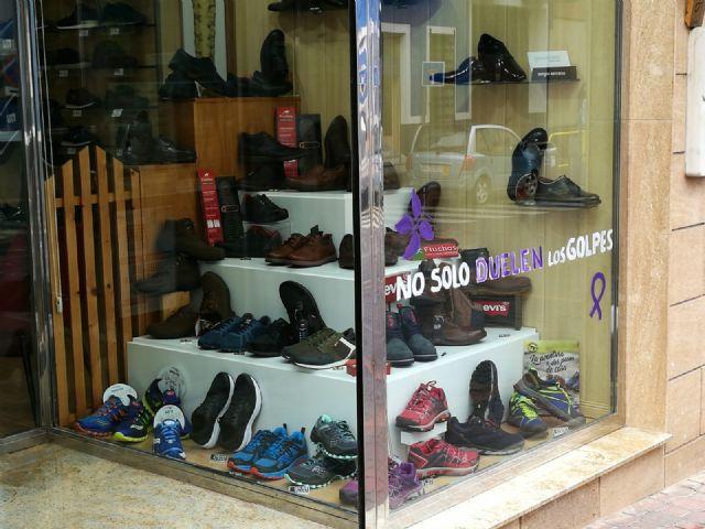 Los comercios de Bullas hacen campaña en contra de la violencia machista - 3, Foto 3