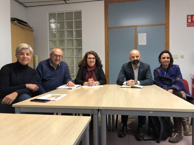 La concejalía de Educación escucha las principales necesidades del AMPA del colegio Azaraque, Foto 1