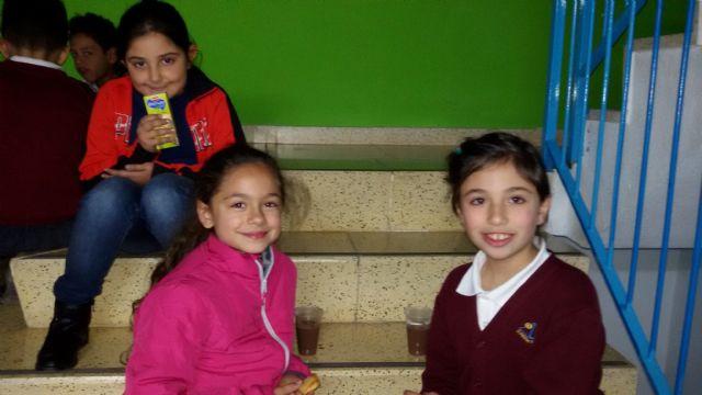 Los niños y niñas participantes en las aulas de apoyo y ocio educativo celebran las vacaciones con una fiesta de Navidad - 1, Foto 1