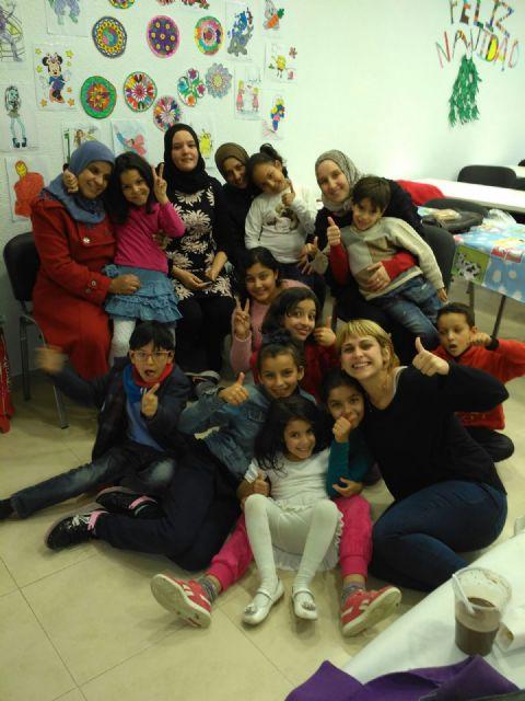 Los niños y niñas participantes en las aulas de apoyo y ocio educativo celebran las vacaciones con una fiesta de Navidad - 3, Foto 3