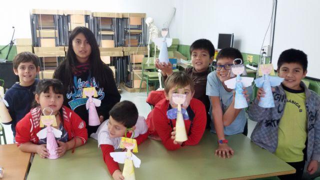 Los niños y niñas participantes en las aulas de apoyo y ocio educativo celebran las vacaciones con una fiesta de Navidad - 5, Foto 5