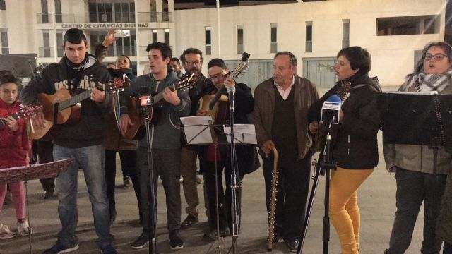 La inauguración del Belén municipal contó con la actuación de la Rondalla Virgen de los Dolores y los Coros y Danzas Ntra. Sra. del Rosario - 1, Foto 1