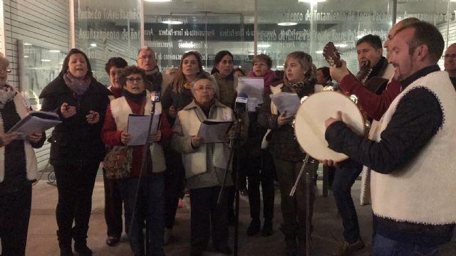 La inauguración del Belén municipal contó con la actuación de la Rondalla Virgen de los Dolores y los Coros y Danzas Ntra. Sra. del Rosario - 4, Foto 4