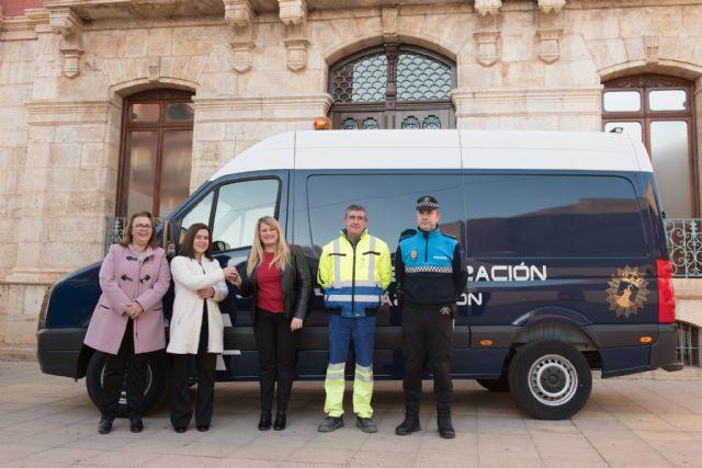 La Policía Local incorpora a su parque móvil un nuevo vehículo para señalización, Foto 1