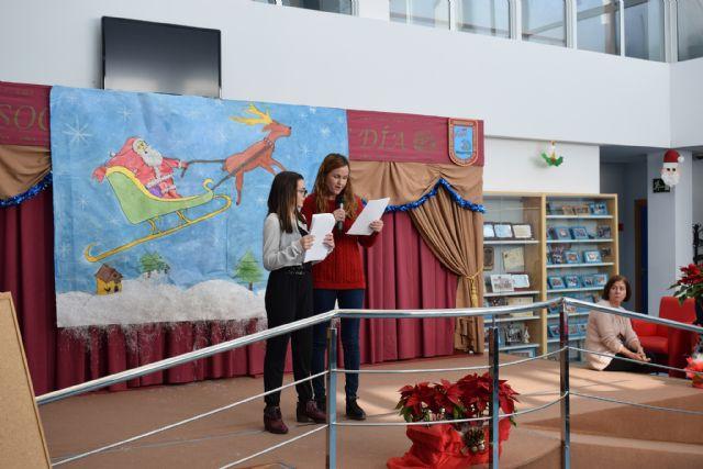 Los usuarios del centro de día de personas con discapacidad celebran su fiesta de Navidad, Foto 1