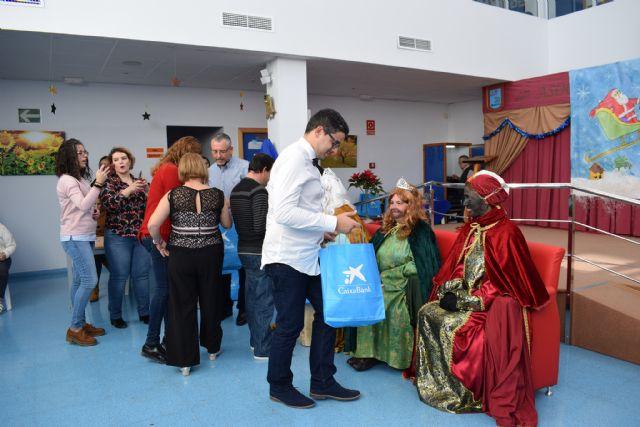 Los usuarios del centro de día de personas con discapacidad celebran su fiesta de Navidad, Foto 2